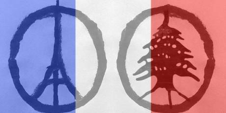 Eiffelturm und Zeder in Frankreichs Nationalfarben